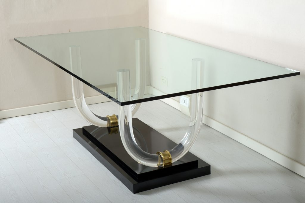 Mid Century Italian Lucite Brass and glass dining table.1970 .Tavolo da Pranzo in Plexiglass ,bronzo e Vetro molato. Image