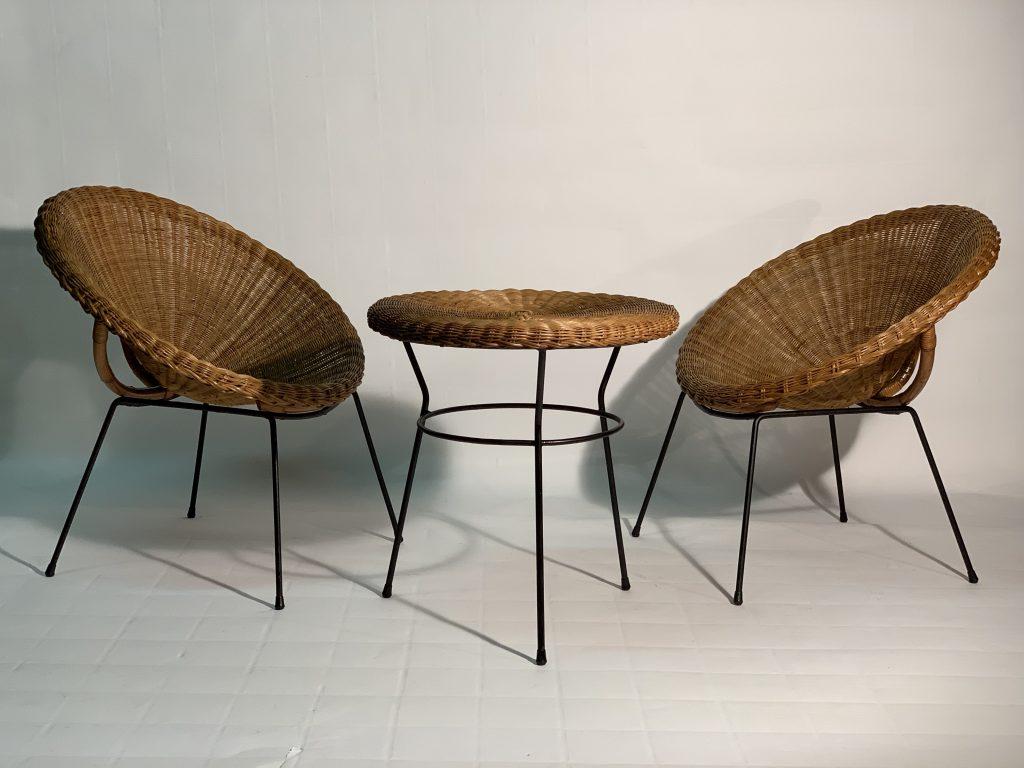 Mid Century italian Rattan and Bamboo Pair of Armchairs and Table ,1950s. Poltroncine e tavolino in midollino intrecciato e gambe in metallo laccato. Italia 1950 Image